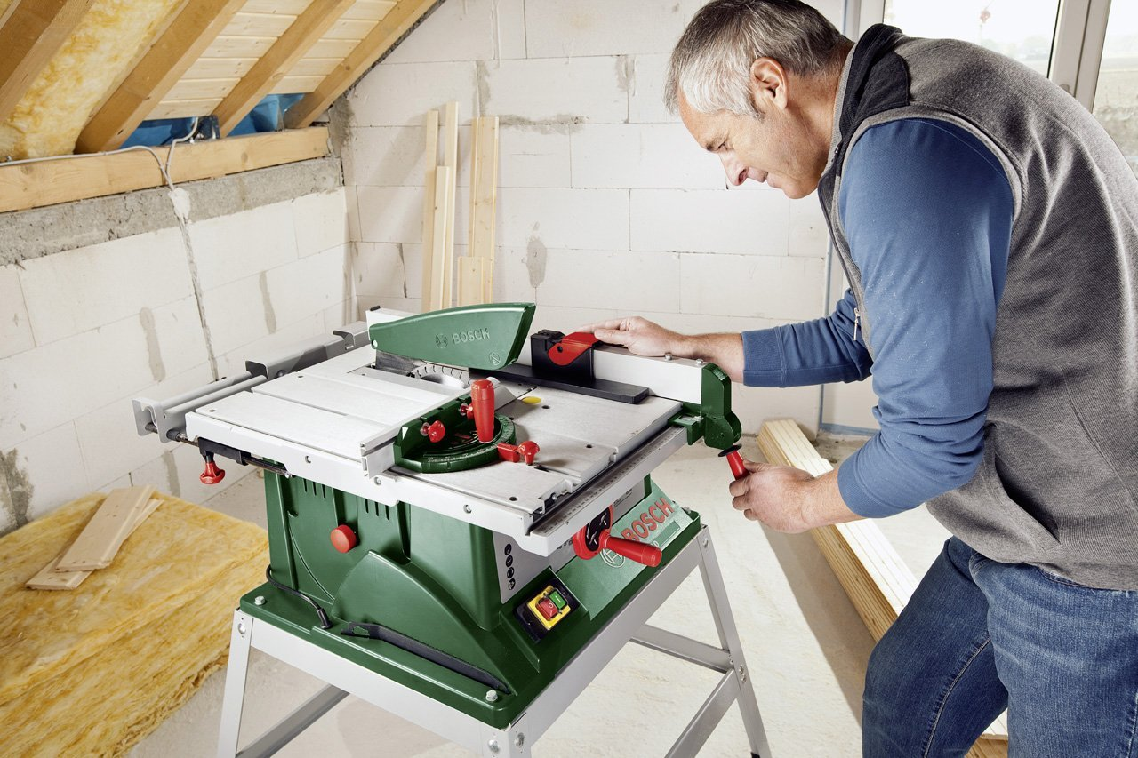 Heimwerker mit der Bosch Tischkreissäge PTS 10 T